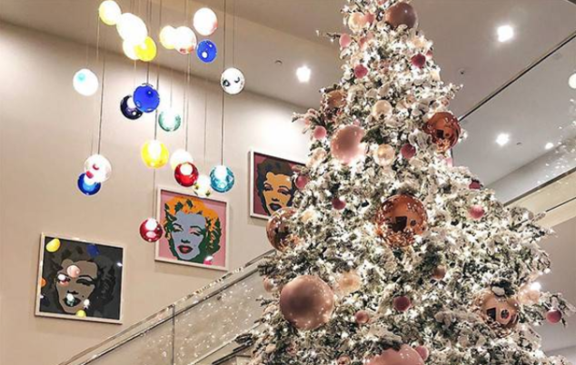 Your Christmas Tree Can Be As Chic As Kylie Jenner S