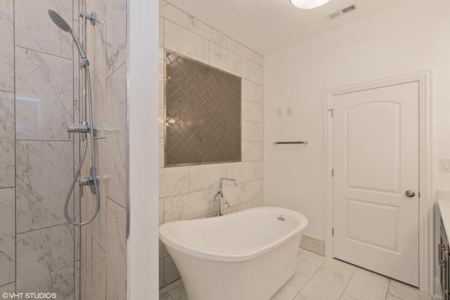 HD_1541700293982_08_4317SouthCalumetAve_8001_Bathroom_HiRes.jpeg