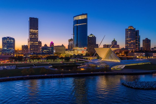 MilwaukeeWI-SkylinewithShore.jpg